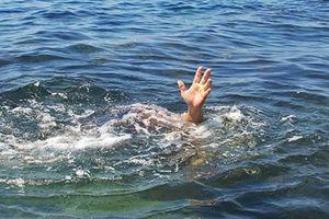 Tắm sông cùng bạn, bé gái 7 tuổi bị nước cuốn mất tích