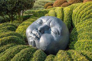 Khu vườn kỳ dị hút khách nhờ những viên đá mặt người khổng lồ