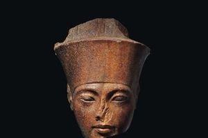 Tượng đầu Pharaoh vừa bán giá 6 triệu USD gây tranh cãi