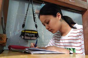 Nữ sinh nghèo nuôi ước mơ làm phiên dịch