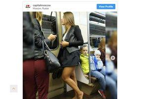 Phụ nữ Nga đua nhau đi chân trần trên tàu điện ngầm
