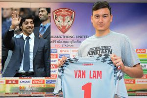 Ông chủ Man City muốn mua CLB Đặng Văn Lâm thi đấu