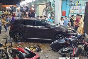 TP.HCM: Tài xế nữ lái GLA lao qua giao lộ, đâm hàng loạt xe máy