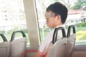 Thấy nam thanh niên 'tự sướng' trên xe buýt, chàng trai bên cạnh có hành động đáng nể này