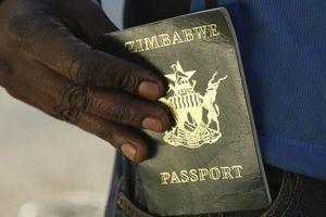 Đất nước nơi người dân không thể xuất ngoại vì thiếu tiền mua mực, giấy in hộ chiếu