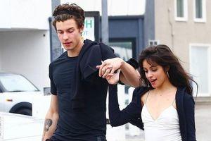 Shawn Mendes ôm ấp 'bạn gái tin đồn' Camila Cabello trên phố