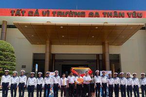 Bưu điện Việt Nam tặng xe ôtô cho bộ đội Trường Sa