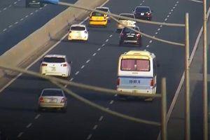 Tước GPLX tài xế dừng ô tô khách giữa cao tốc Hà Nội - Hải Phòng