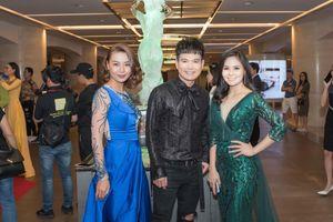 Hoa hậu Nguyễn Thị Thùy khoe nhan sắc xinh đẹp cùng Lại Thanh Hương