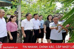 Chuyện những người 'một gánh hai vai' ở Hà Tĩnh