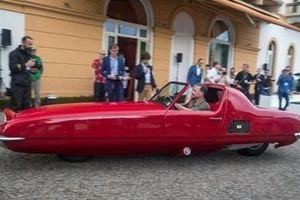 Chiếc xe hơi hai bánh cực 'dị' được rao bán giá… 130 tỉ đồng