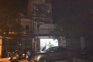 Công an xuyên đêm khám xét trụ sở của 'ông trùm' vận tải ở Huế: Khởi tố bị can, bắt 2 người liên quan