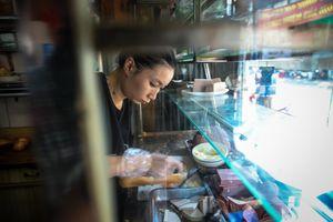 Tiệm bánh mì 60 năm bên vỉa hè Sài Gòn