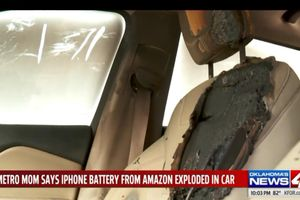 iPhone phát nổ thiêu cháy ôtô mới mua