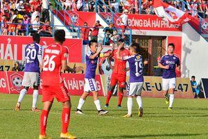 Vòng 14 V-League 2019: TP Hồ Chí Minh 'khủng hoảng', Hà Nội FC trở lại ngôi đầu bảng