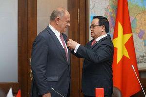 Chủ tịch Đảng Cộng sản LB Nga G. Zyuganov được trao tặng Huân chương hữu nghị của Việt Nam