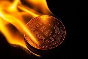 Giá Bitcoin hôm nay 9/7: Bitcoin sắp trở lại đỉnh cũ 13.880 USD