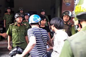 Thanh niên ngáo đá gây náo loạn đường phố Đà Nẵng, đánh 2 chiến sỹ công an bị thương