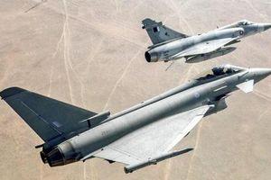 Hai máy bay quân sự của Qatar bất ngờ va chạm kinh hoàng trên không
