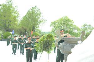 Thượng tướng Lê Chiêm viếng Nghĩa trang liệt sĩ TP Huế