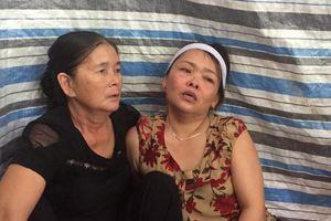 Vụ ô tô đâm xe đạp điện, 3 trẻ tử vong: Áo tang trắng thôn nghèo