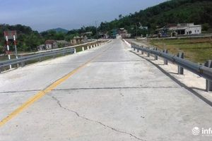 Hà Tĩnh: Đường di dân vùng lũ 80 tỉ đồng, vừa sử dụng 6 tháng đã nứt
