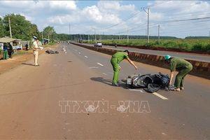 Xe máy đi ngược chiều gây tai nạn khiến hai người thương vong