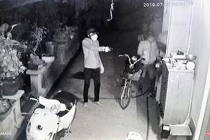 Nhóm trộm liều lĩnh dùng súng tấn công một gia đình ở Sài Gòn