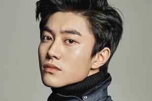 Chắc chắn bạn sẽ sai khi đoán tuổi thật của 2 nam diễn viên Hàn Quốc này!