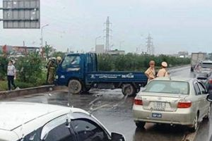 Nữ công nhân tử vong khi băng qua đường cao tốc