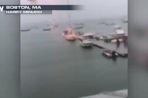 Sét đánh chiếc thuyền nổ tung như bom giữa bến cảng