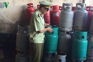 Tạm giữ gần 2.000 vỏ bình gas có dấu hiệu chiếm giữ trái phép