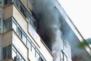 Hà Nội: Cháy chung cư B10 Nam Trung Yên, nhiều người hoảng loạn