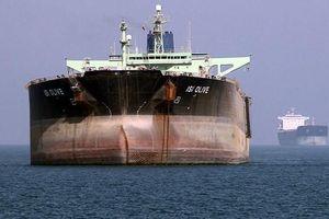 Tầu dầu Anh suýt bị 5 thuyền vũ trang Iran bắt tại eo biển Hormuz