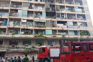 Hiện trường vụ cháy ký túc xá tại TP.HCM, hàng chục người mắc kẹt kêu cứu