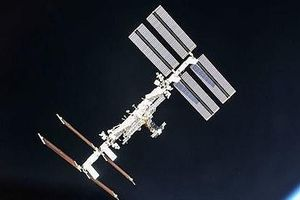 UFO bay quay trạm ISS 'kiểm tra sự tiến bộ của loài người'?