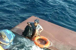 Tàu chở 15.000 lít dầu bị chìm trên vùng biển Quảng Trị