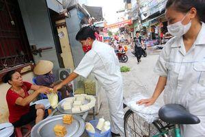 Bàn lương tối thiểu thế nào khi nhiều công nhân cuối tháng chỉ ăn cơm chan canh suông?