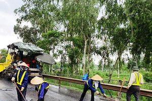 Báo cáo Bộ Giao thông việc thảm nhựa cao tốc Hà Nội - Thái Nguyên trong mưa