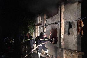Hà Nội: Giải cứu hai người trong vụ cháy cửa hàng giày dép