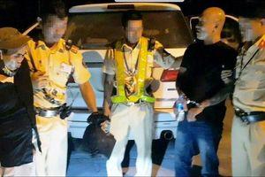 Nghệ An: Bắt 2 đối tượng vận chuyển 2 bánh heroin và 1kg ma túy đá