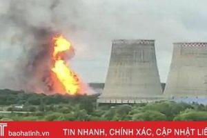 Nhà máy nhiệt điện bốc cháy dữ dội, 8 người bị thương