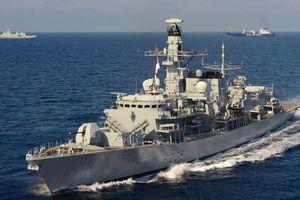 Tàu hải quân Iran định bắt giữ tàu chở dầu của Anh trên eo biển Hormuz