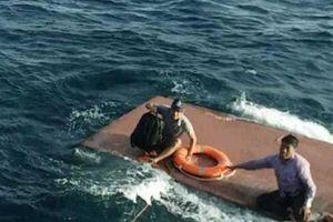 Tàu chở 15.000 lít dầu gặp nạn trên biển, 4 thuyền viên được cứu sống