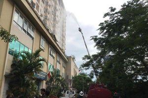 Cháy căn hộ tầng 15 chung cư ở Hà Nội, hàng trăm người sợ hãi sơ tán