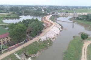 Đê Chương Mỹ được gia cố bê tông trước mùa mưa bão
