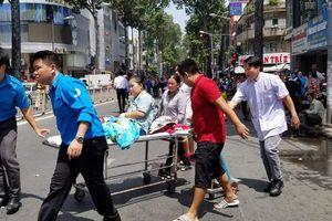 Giải cứu 28 người mắc kẹt trong đám cháy KTX trường Cao Thắng