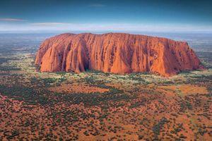 'Núi thiêng Uluru' của Australia quá tải du khách