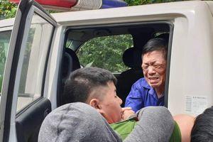 Chùm ảnh: Ông trùm Hưng 'kính' khóc nức nở chào tạm biệt người thân tại tòa