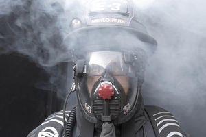 Mũ bảo hiểm giúp lính cứu hỏa nhìn xuyên khói bụi